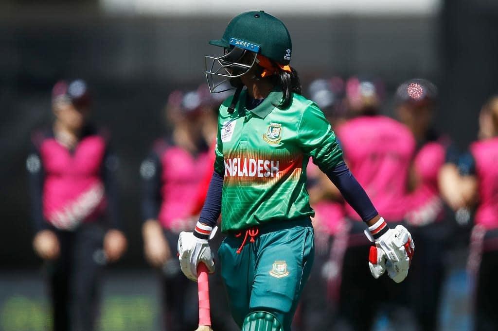 Bangladesh lose three wickets in three overs