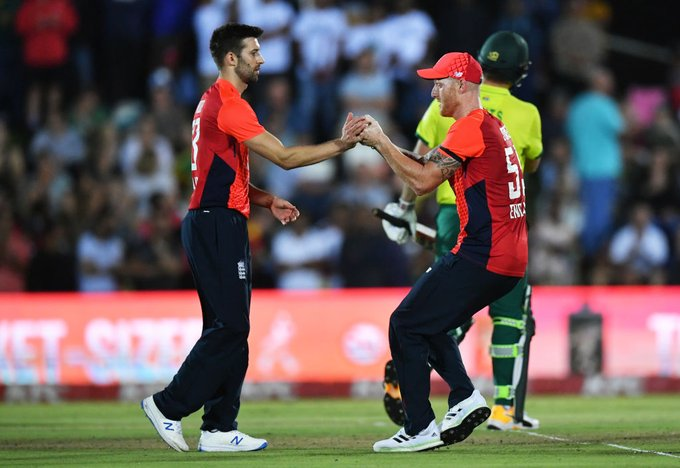 South Africa struggles in last over
