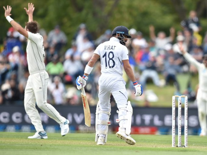 Virat dismissed for 3 runs by Southee