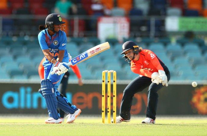 Womens Tri national series-India vs England Harmanpreet leads India to win