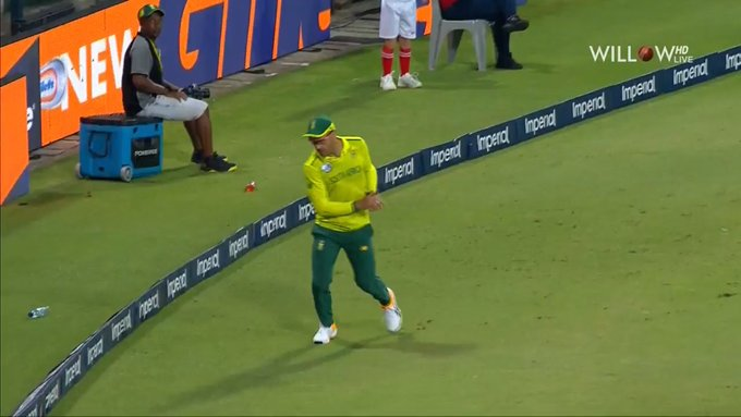 du Plessis took the Finch catch