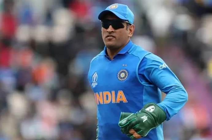 Army symbol in Dhoni's gloves in World Cup
