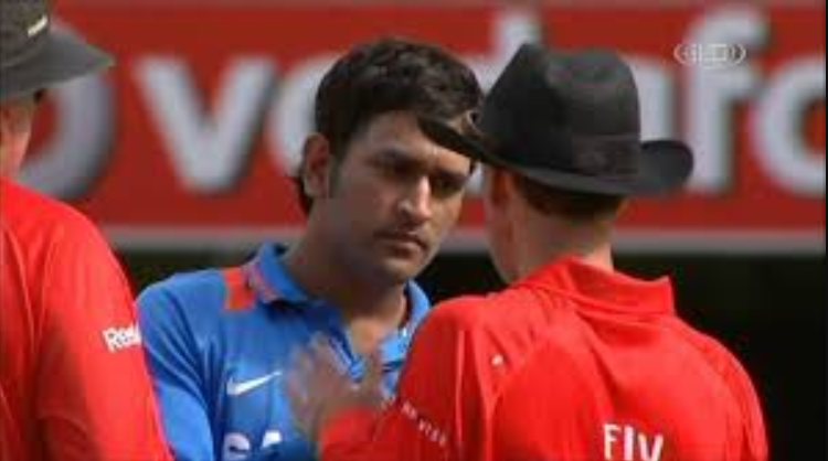 Dhoni's verbal Altercation with the on-field umpires