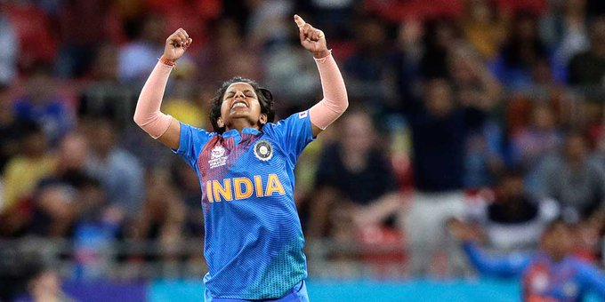 Poonam Yadav plays with fracture finger