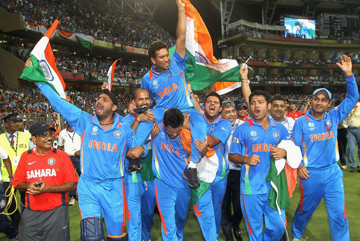 Team India lifts Sachin after winning world cup 2011